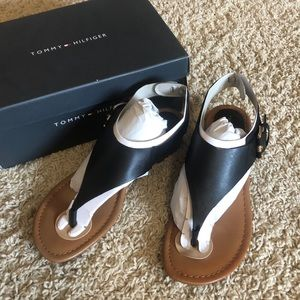 Tommy Hilfiger Kitty sandal - size 7.5 in black